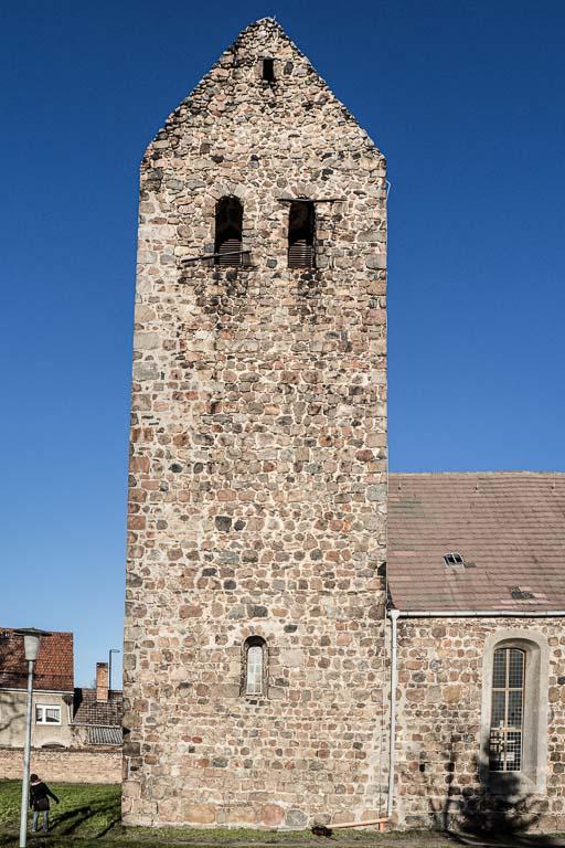 Dorfkirche Dahnsdorf Turm Südseite mit Klangarkaden
