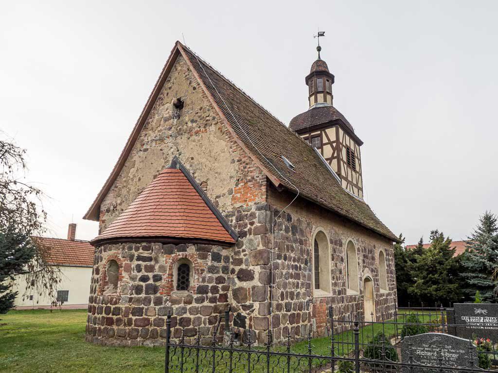Dorfkirche Neschholz von Nordost mit Apsis