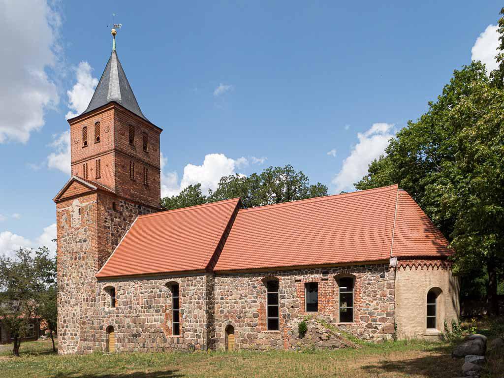 Dorfkirche Rogäsen nach der Restauriering. Aufnahme 2019 von Süden.