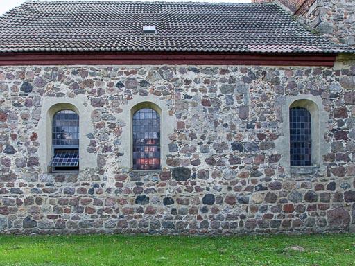 Schiff Nordseite mit zugesetzten Rundbogenfenstern