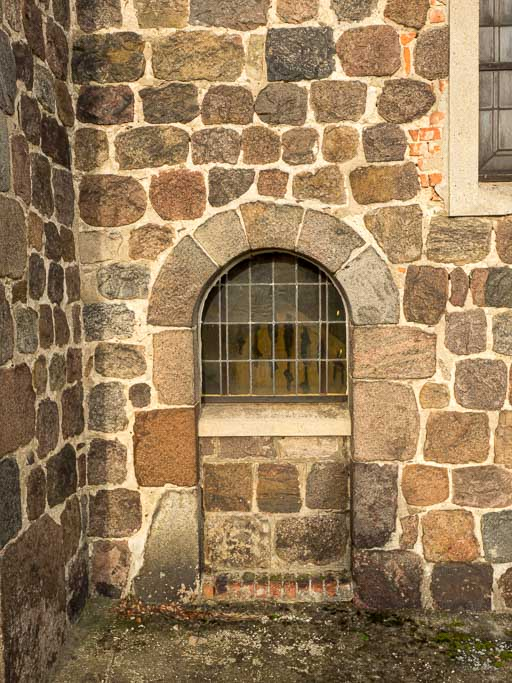 Dorfkirche Lüsse halb zugesetzte Priesterpforte Süden