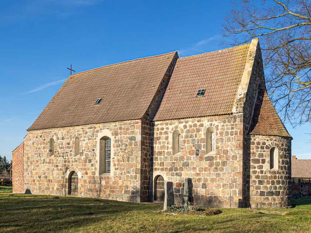 Dorfkirche Preußnitz, dreiteilige Anlage von Südost