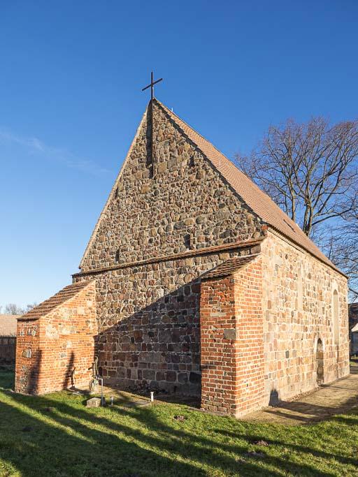 Dorfkirche Preußnitz Schiff Westwand mit Stützen