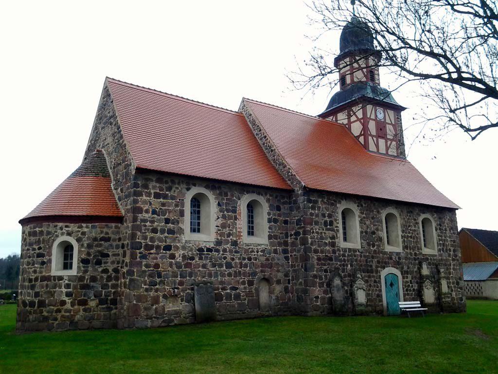 Dorfkirche Raben Staffelung von Nordost aufgenommen