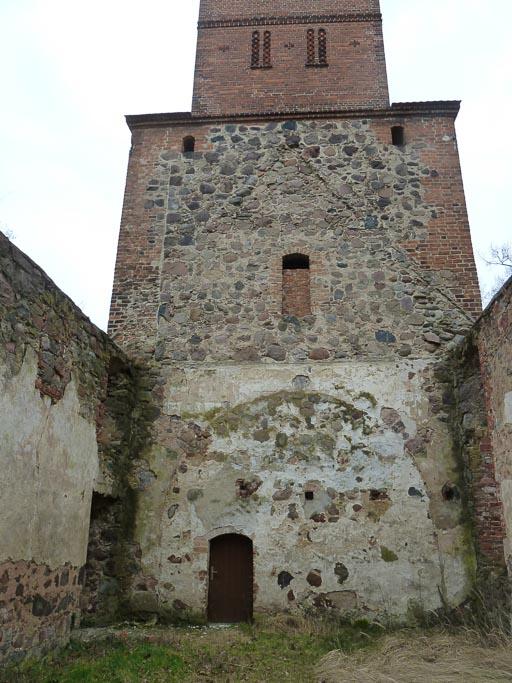 Schiff und Turm der Ruine 2014