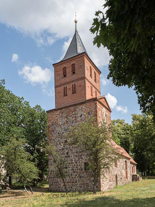 Dorfkirche Rogäsen Turm von Südwest aufgenommen, 2019