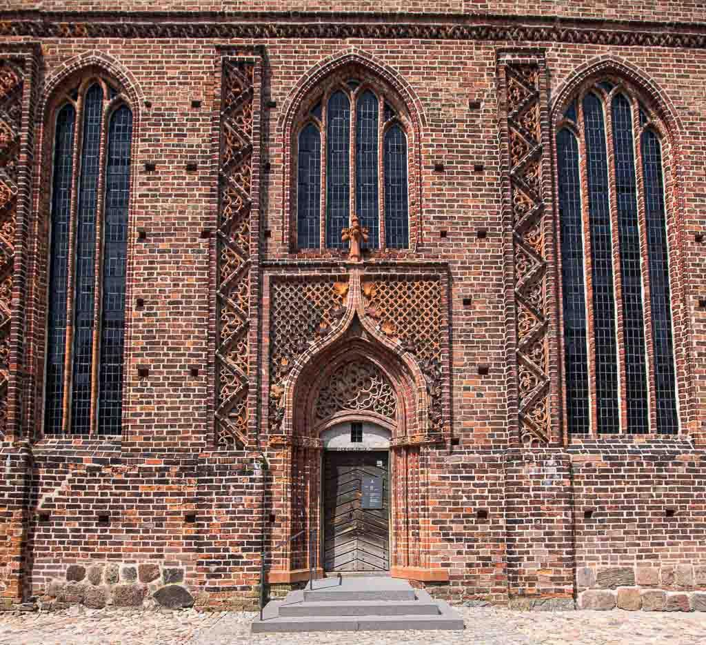 Burg und Bischofsresidenz Ziesar Backsteinfassade und Portal der Kapelle nach Umbau im 15. Jahrhundert