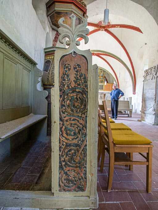 Geschnitzte Ornamente am Chorgestühl aus dem 17. Jh.