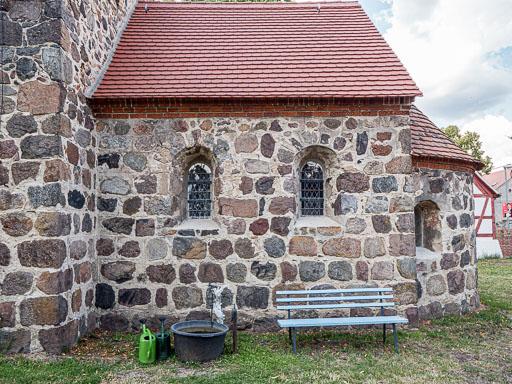 Nahezu originaler Chor und Apsis. Südseite der Kirche.