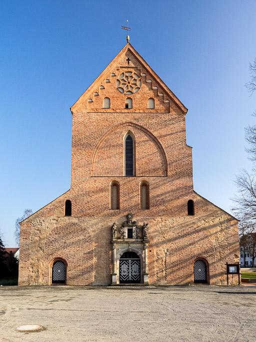Kloster Dobrilugk Dreiportalige Westfassage der Klosterkirche