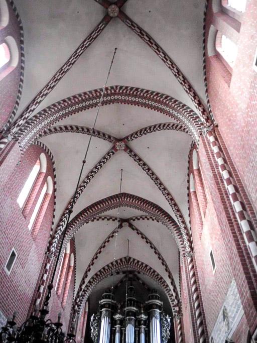 Kloster Dobrilugk Gewölbe und Fenster des Kirchenschiffs