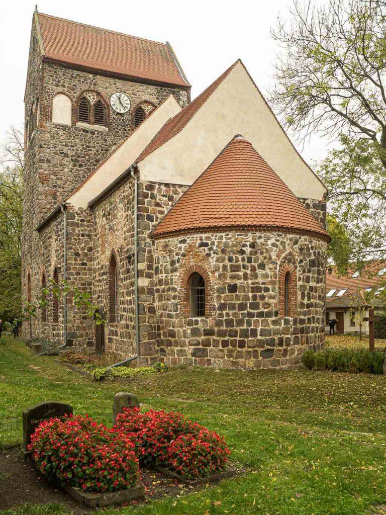 Dorfkirche Hönow. Vierteilige Anlage von Südost