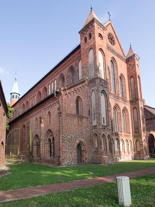 Klosterkirche Schiff Südseite und Westwand