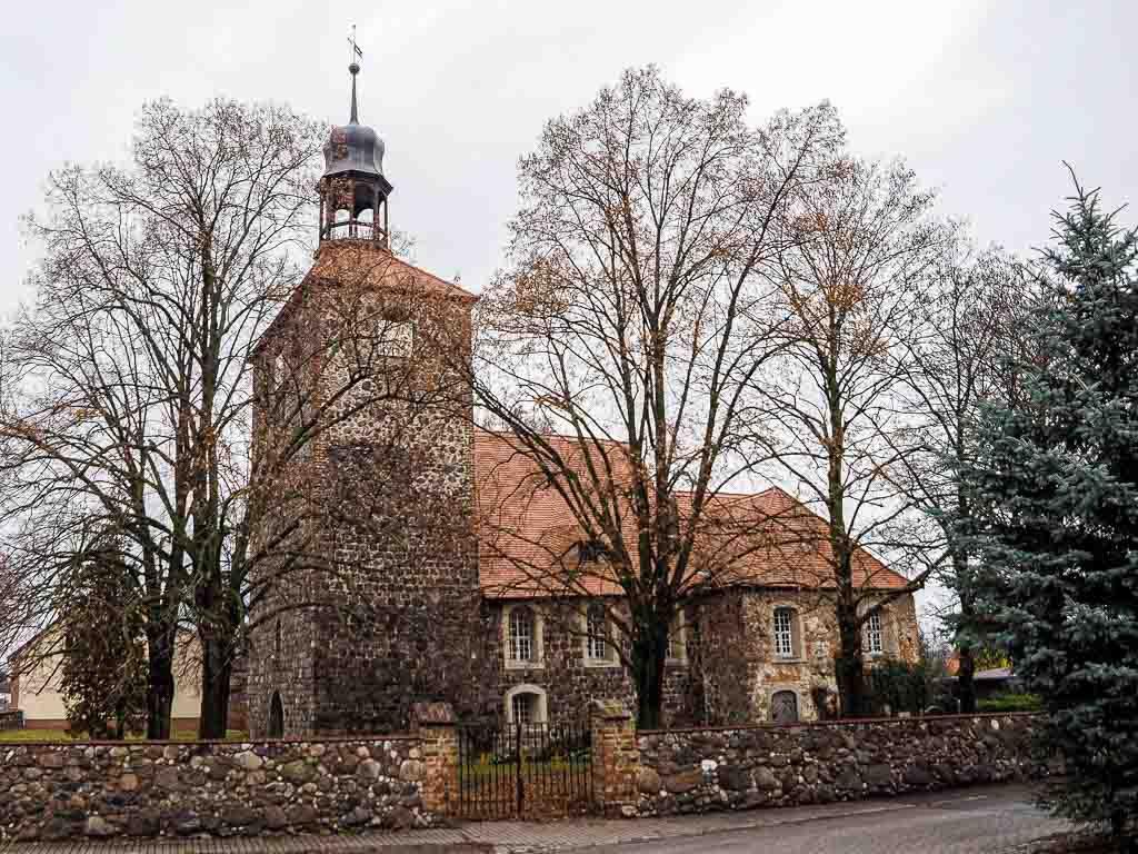 Dorfkirche Groß Machnow. Vierteilige Anlage, Südseite