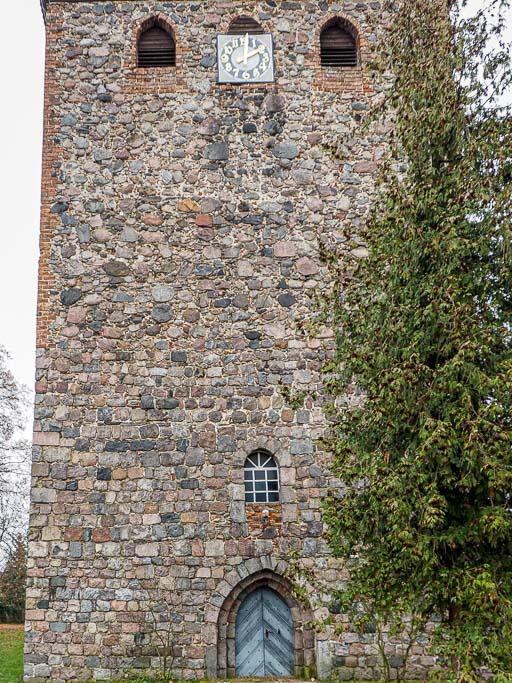 Dorfkirche Groß Machnow Entwicklung des Mauerwerks am Westturm