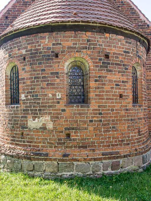 Apsis mit originalen Rundbogenfenstern