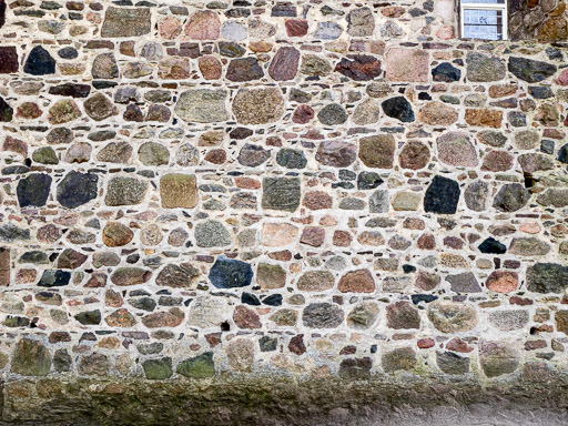Mauerwerk der Nordwand des Schiffes