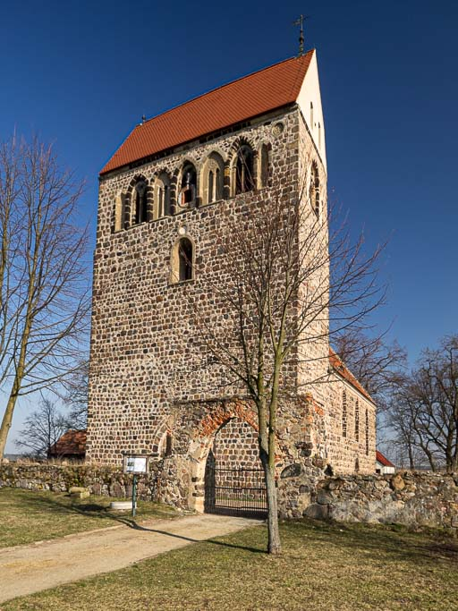 Dorfkirche Riedebeck Westriegel, Kirchhofsmauer mit Portal