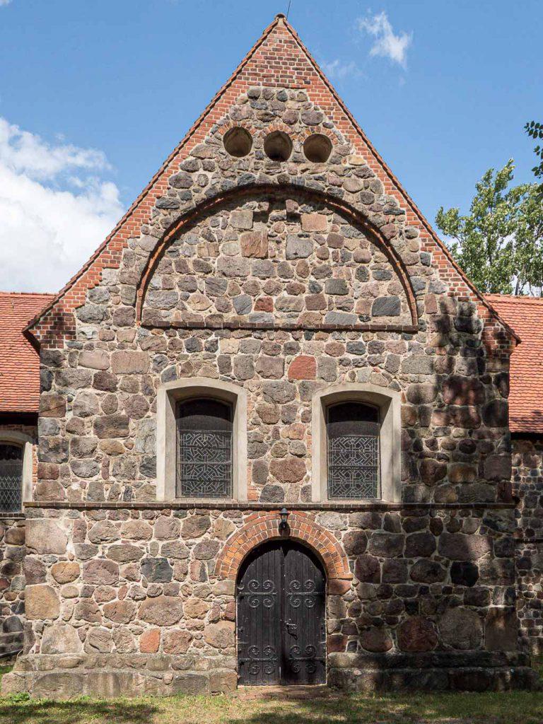 Südseite des Querschiffs mit Schmuckelementen aus Backstein.