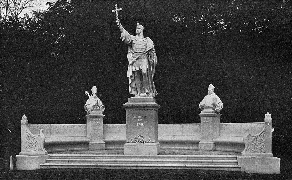 Geschichte Brandenburgs in romanischer Zeit. Statue Albrecht der Bär