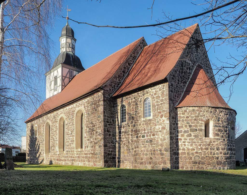 Dorfkirche Borne. Staffelung von Südost.
