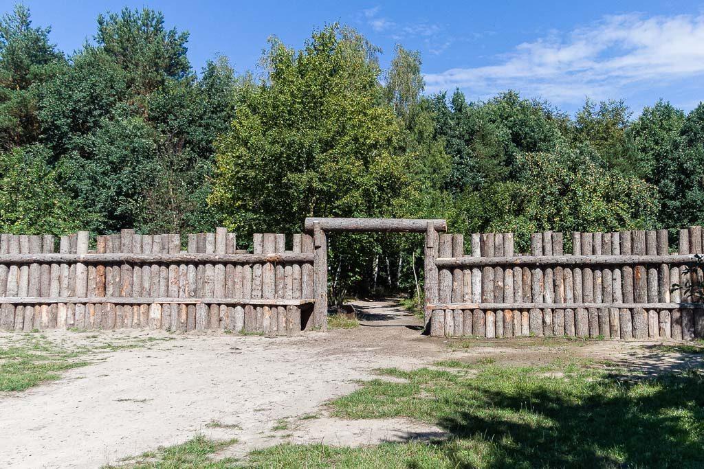 Geschichte Brandenburgs in romanischer Zeit. Palisade mit Eingangsbereich