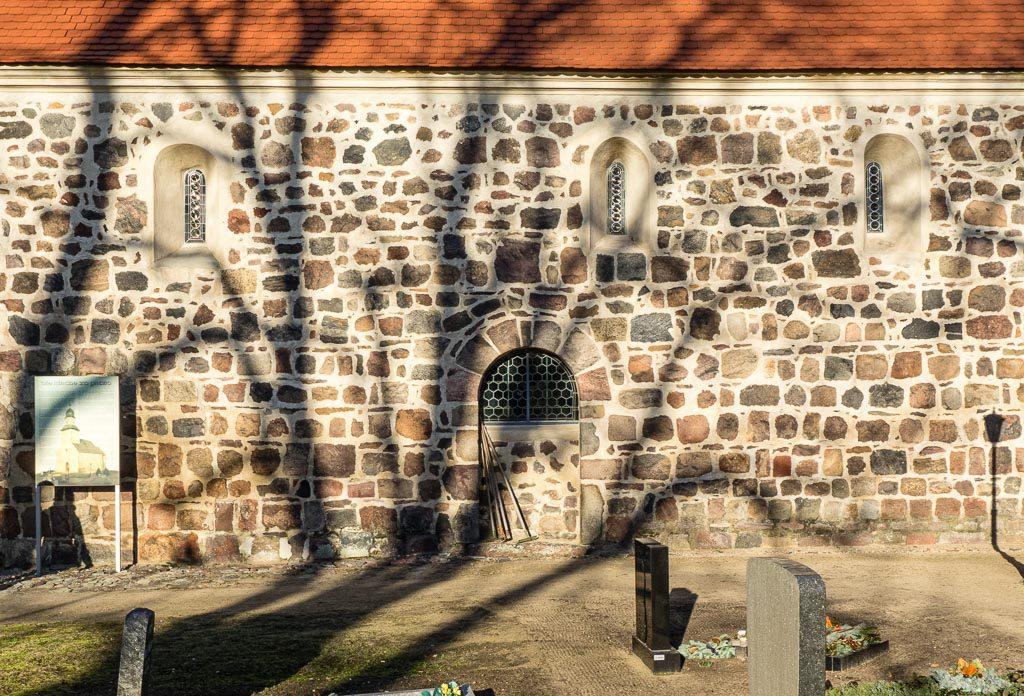 Dorfkirche Grubo Originale Fenster und Portal in der Südwand des Schiffs