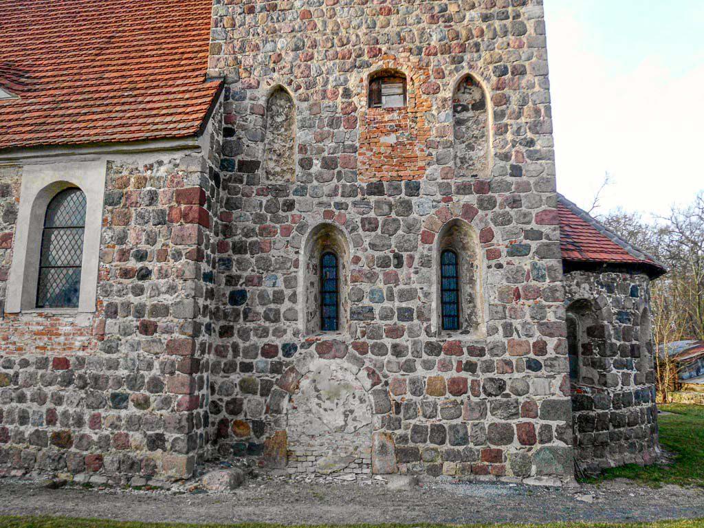 Chorturmkiche Grünow Turmfenster und Priesterpforte