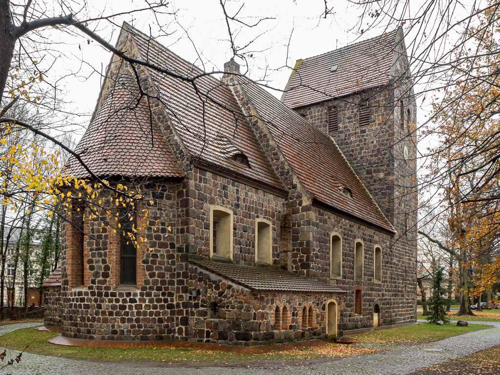 Dorfkirche Marienfelde Vierteilige Anlage, von Nordost aufgenommen