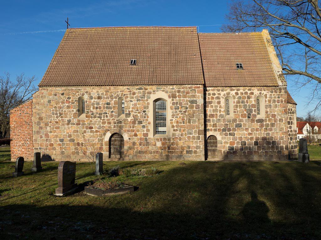 Saubere 5-seitige Quaderung. Südfassade der Dorfkirche Preußnitz.