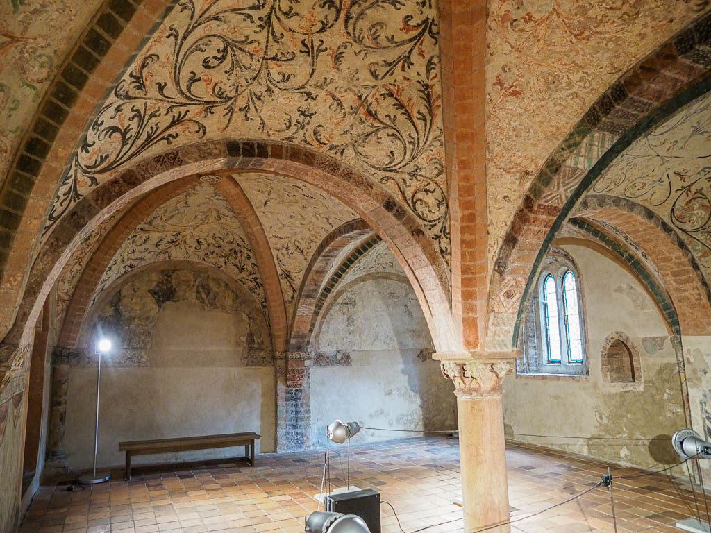 Die Bunte Kapelle mit wundercshönen mittelalterlichen Putzmalereien