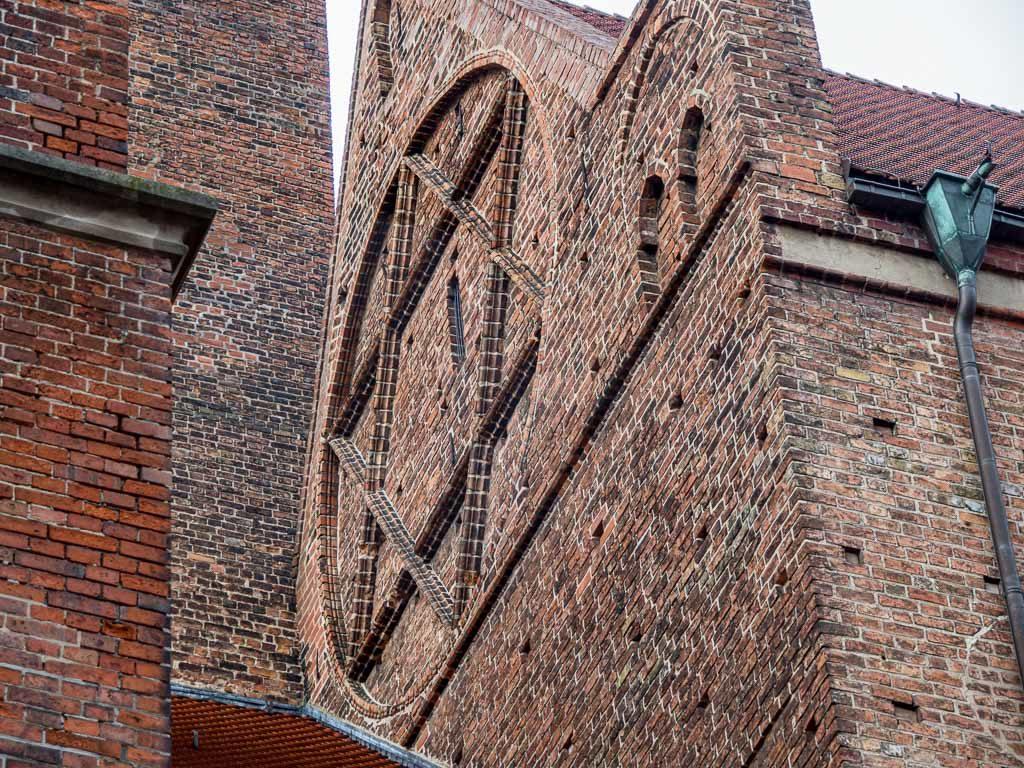 Hexagramm an der Westfassade des Hauptschffes.