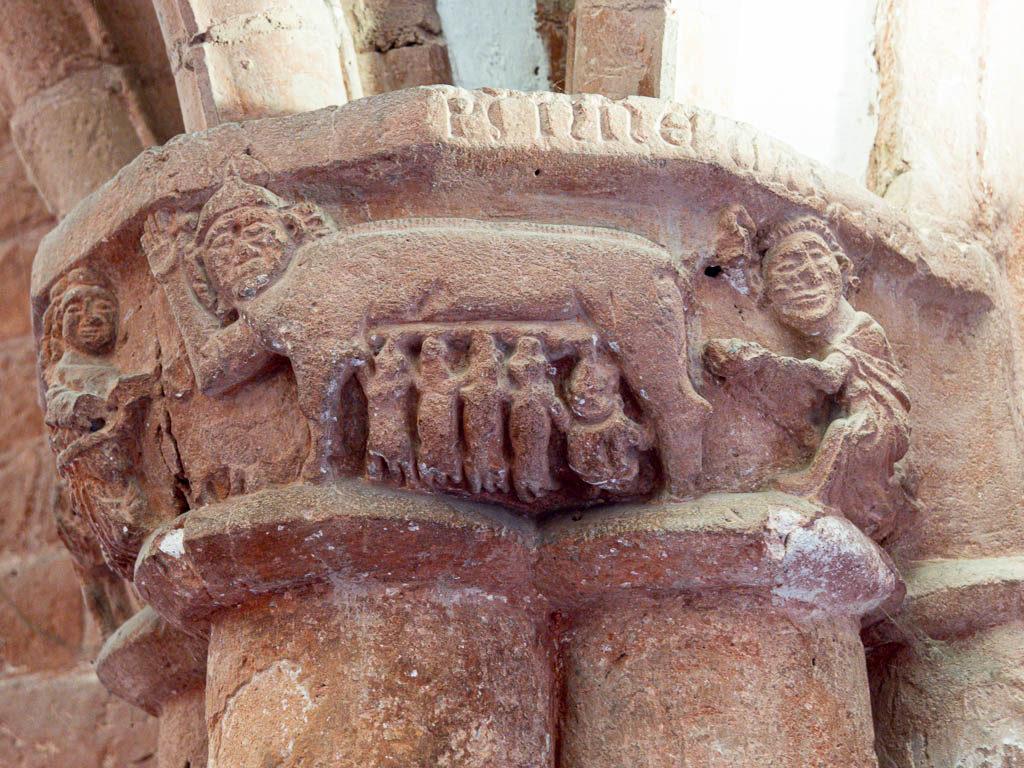 """Älteste bekannte sogenannte """"Judensau"""" um 1230. Kapitell im westlichen Kreuzgang."""