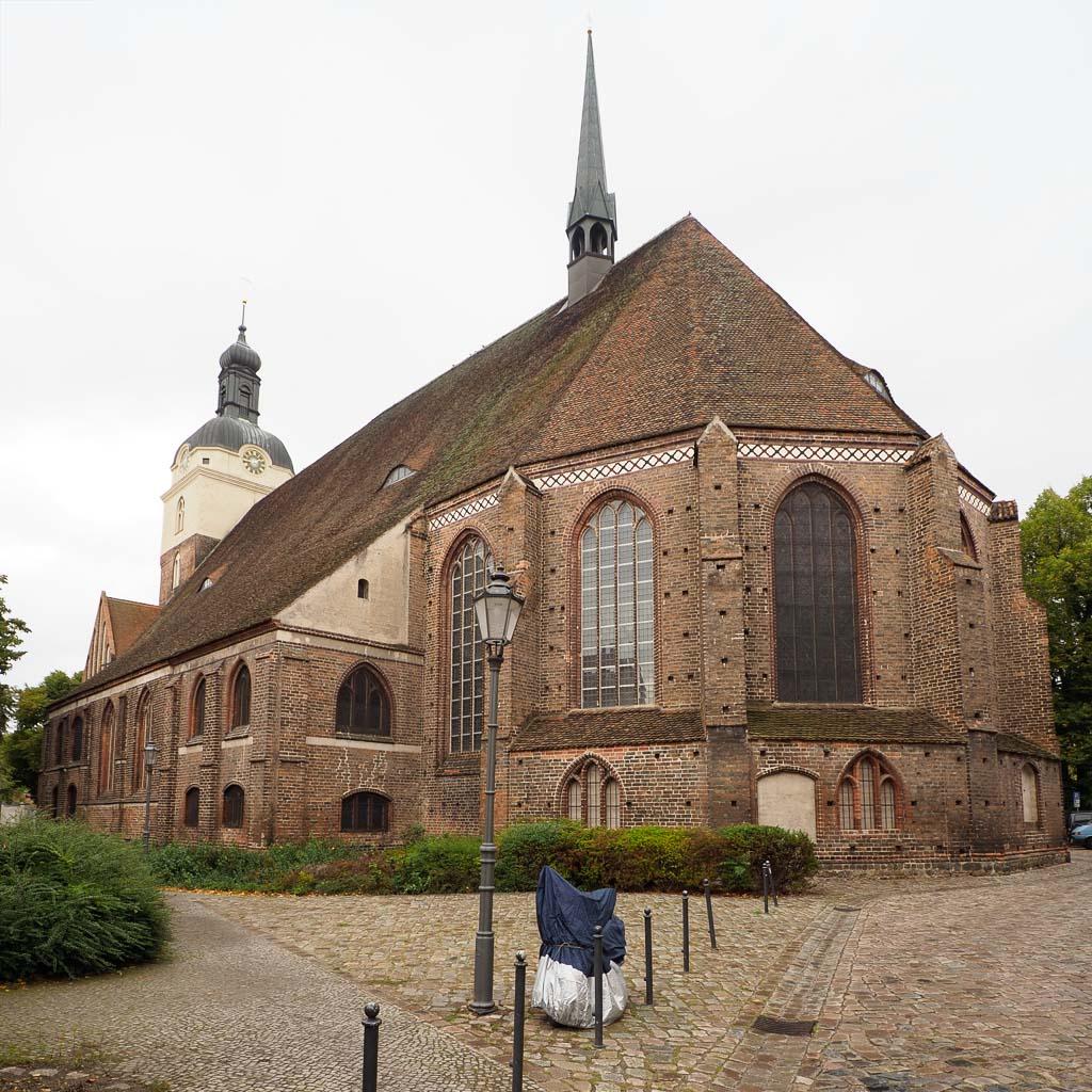 St. Gotthardskirche von Südost
