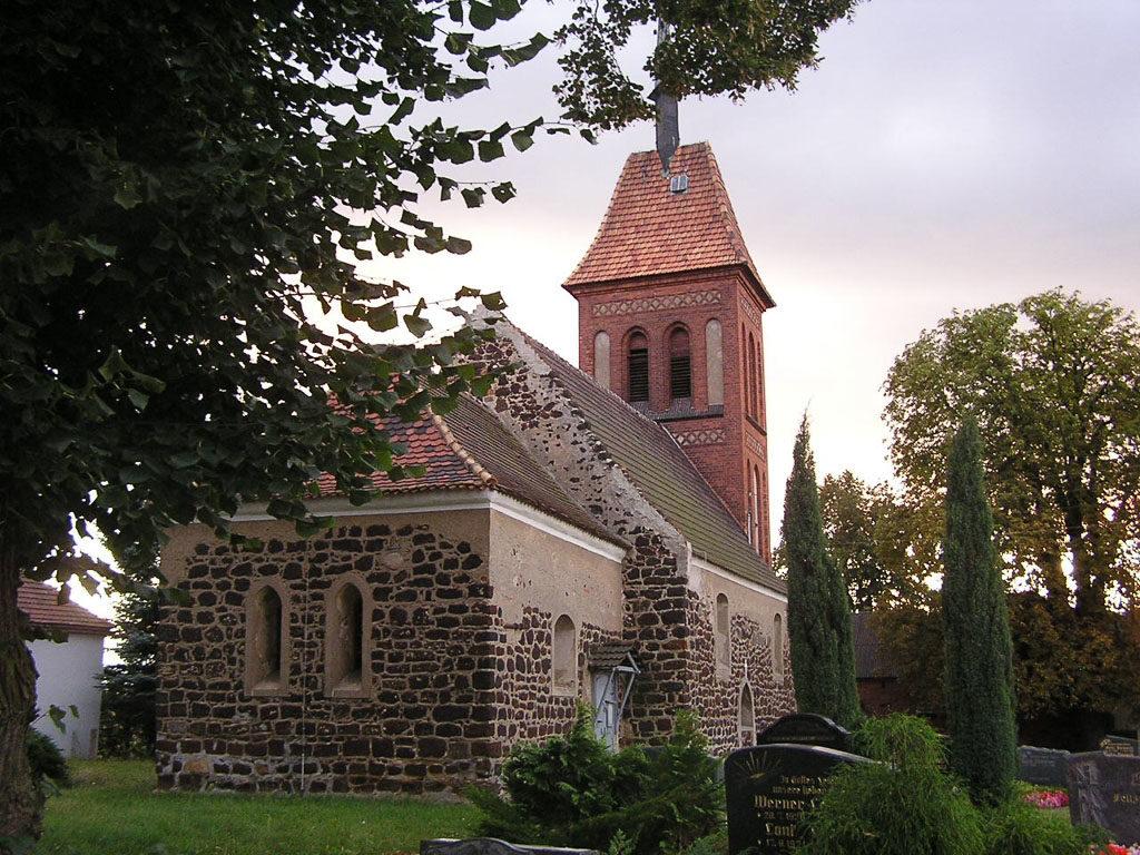 Dorfkirche Gruhno Staffelung von Nordost
