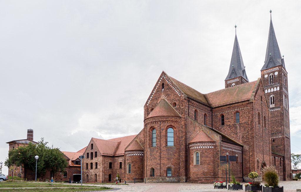 Prämonstratenserstift Jerichow. Stiftskirche und östliche Klausur. Ansicht von Nordost