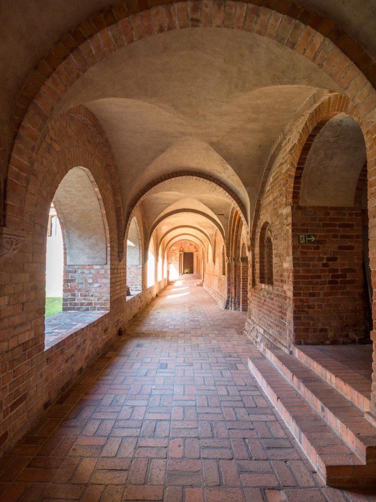 Klausur östlicher Kreuzgang aus dem 3. Viertel des 12. Jahrhunderts. Blick nach Norden