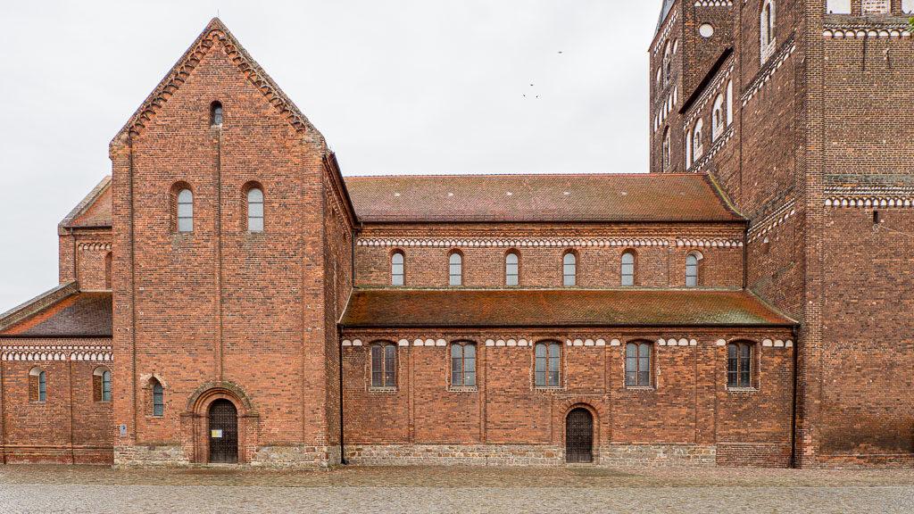 Stiftskirche Jerichow. Ansicht von Norden auf Hauptschiff, Seitenschiff und Chor