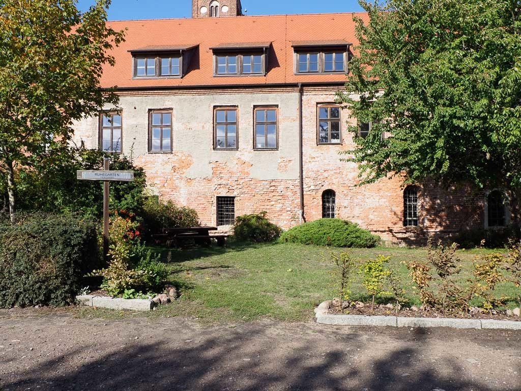 Kloster Jerichow Ruhegarten vor der südlichen Klausur