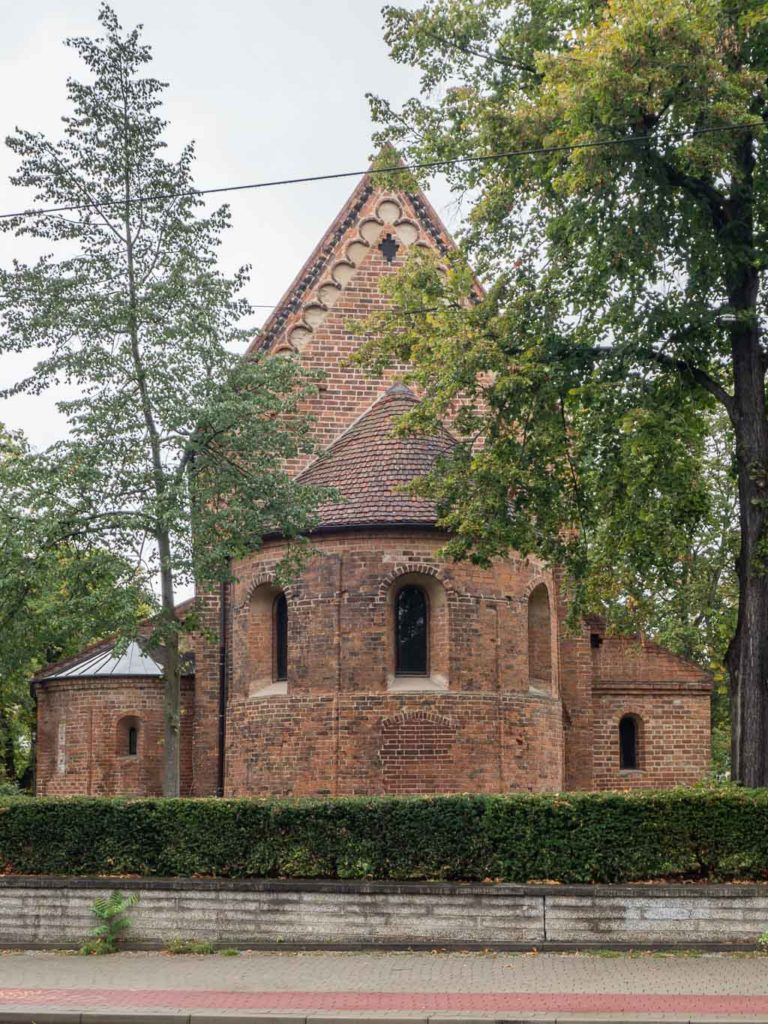 St. Nikolaikirche. Ansicht von Ost auf Apsis und Nebenapsis