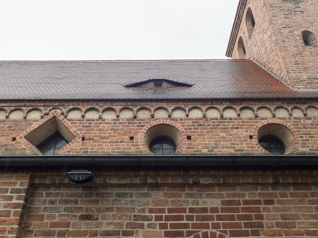 St. Nikolaikirche Rundbogenfries an der Nordwand des Hauptschiffs