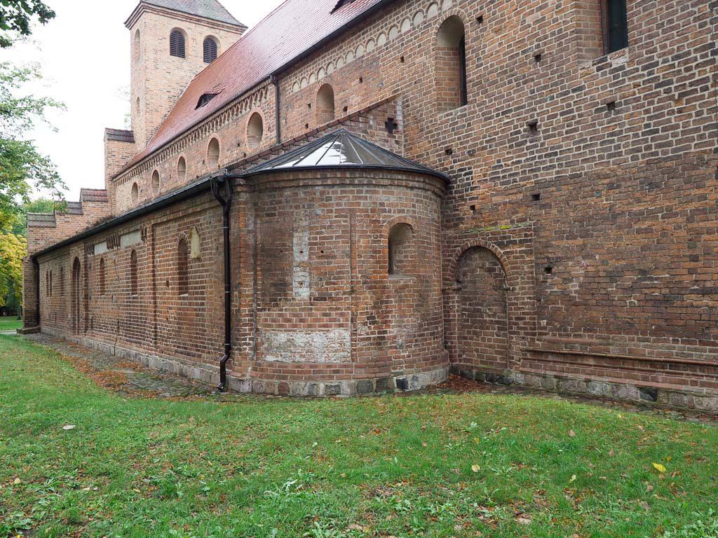 St. Nikolaikirche Hauptschiff und südliches Seitenschiff mit Nebenapsis