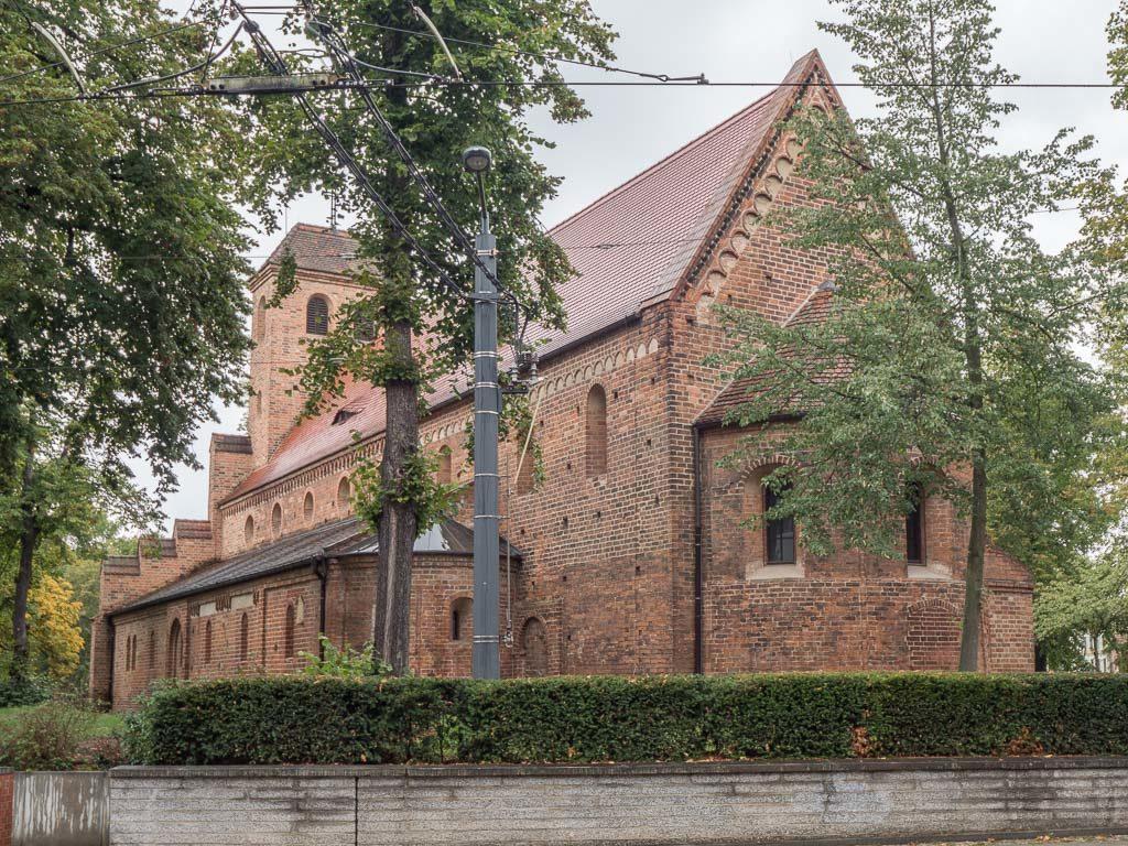 St. Nikolaikirche Ansicht der romanischen Basilika von Südost