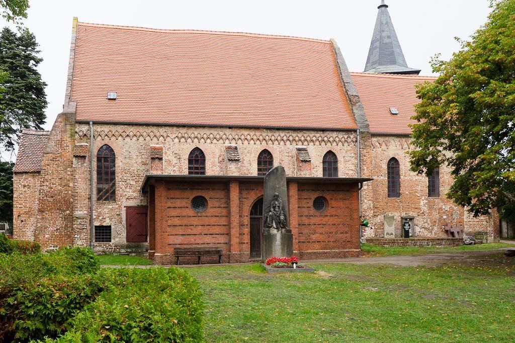 Pfarrkirche Plaue. Zweiteilige Anlage, Ansicht von Süden Grabmal der Gräfin Koenigsmarck
