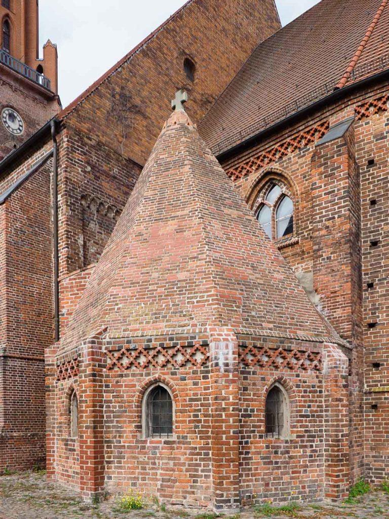 Stadtkirche Rathenow. Blick von Südost auf die St. Andreas-Kapelle