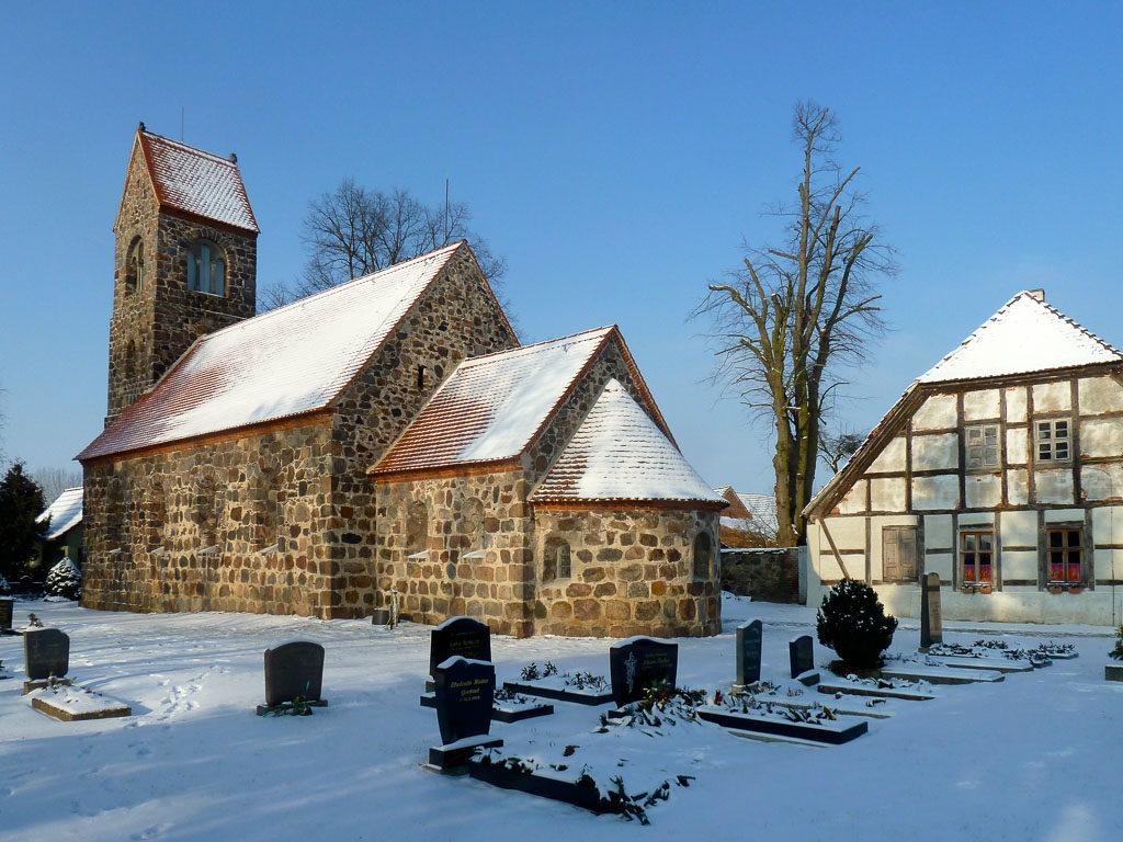 Dorfkirche Boecke Staffelung von Südost aufgenommen