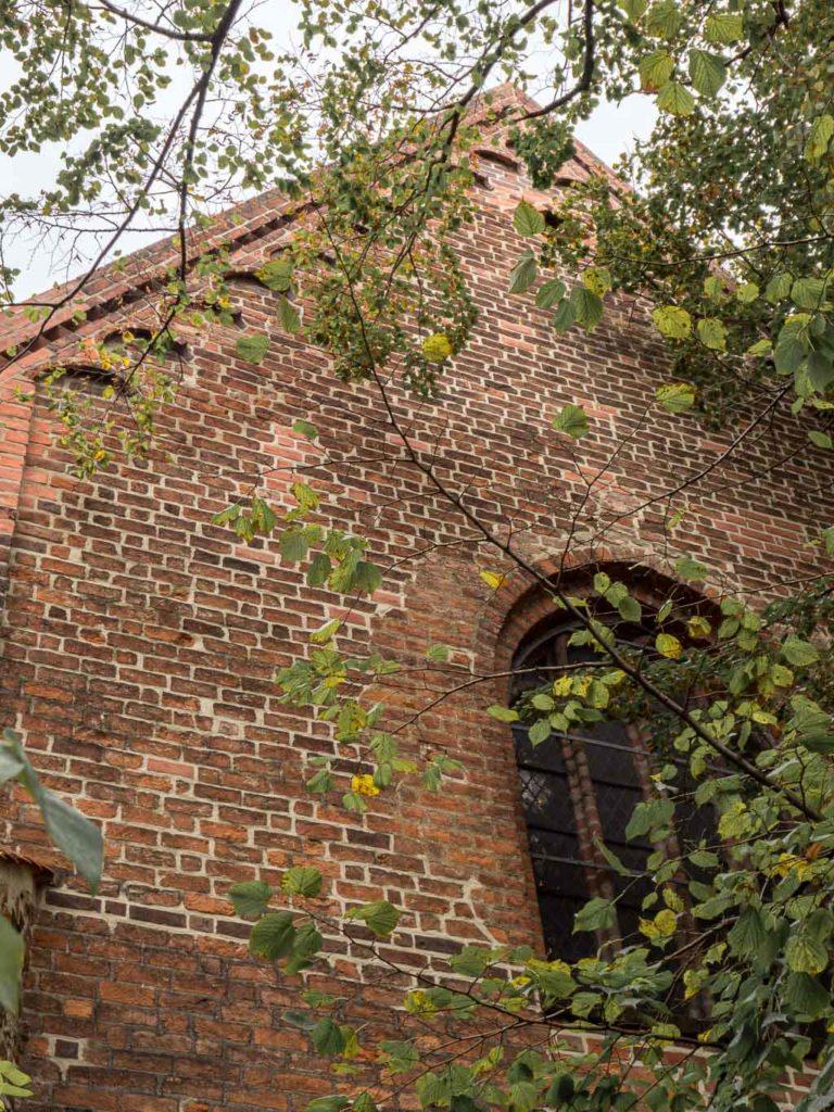 Liebfrauenkirche Jüterbog Rundbogenfries an der Südfassade des Querschiffs