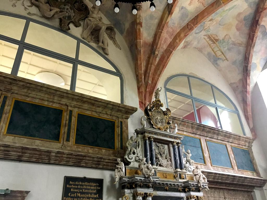 Dorfkirche Plaue Kreuzrippengewölbe und Wandmalereien im Chor