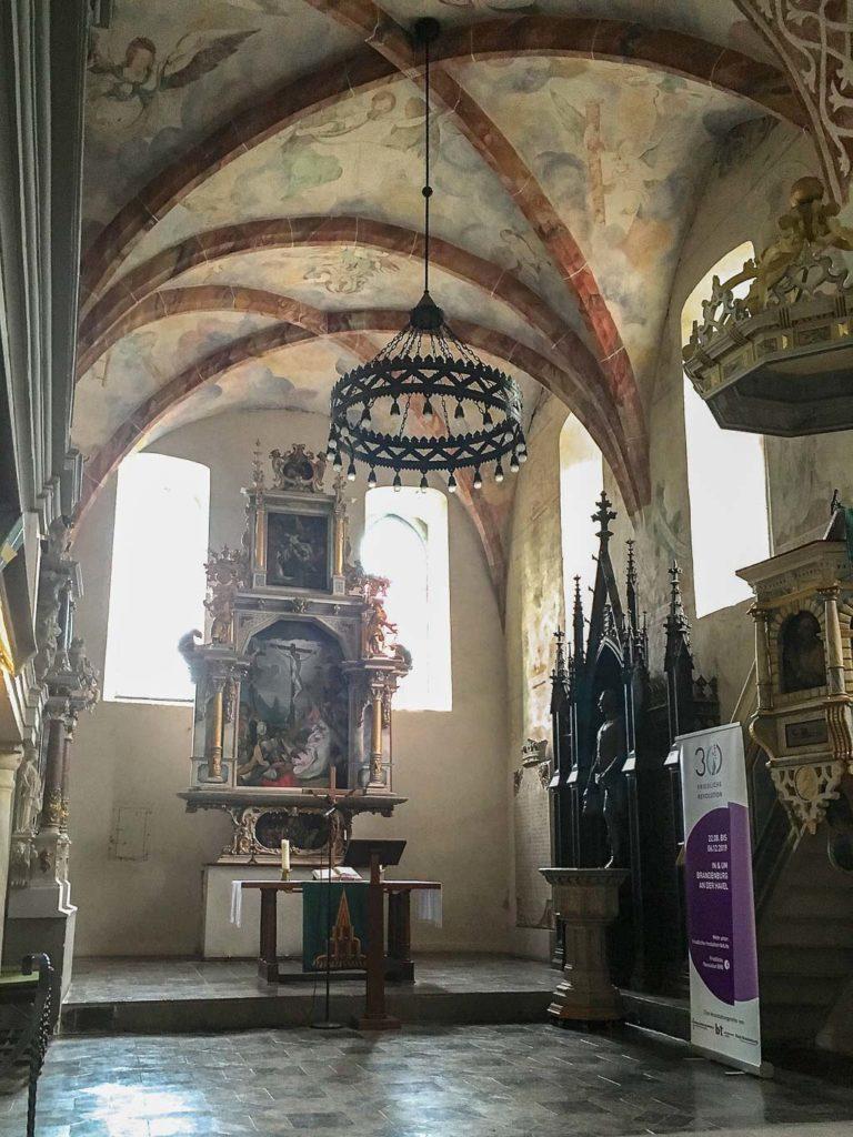 Dorfkirche Plaue Altar, Taufstein und Kanzel