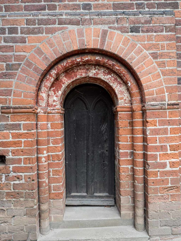 Dorfkirche Redekin Priesterpforte Chor Südseite